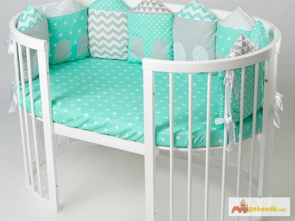 Фото 3. Круглая кроватка из натурального дерева