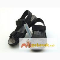 Практичные сандалии для мальчика