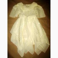 Нарядное платье для девочки молочного цвета