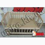 Детская кроватка - маятник без лака с откидной боковинкой