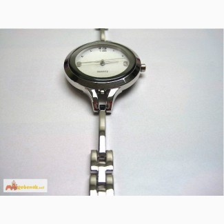 Часы женские Round Face Watch Silvertone NIB