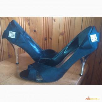 Красивые атласные открытые туфли ТМ RONZO, р.40 Цена 200 грн
